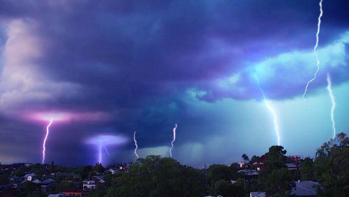 Шторм знеструмив будинки в австралійському Квінсленді (ВІДЕО)