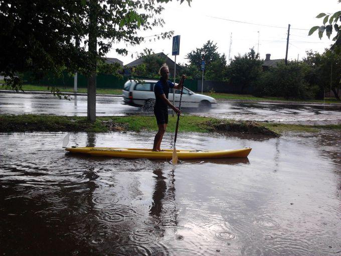 Злива в Луцьку викликала паніку в жителів міста (ФОТО)
