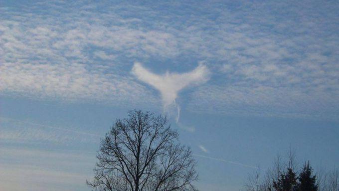 У Польщі спостерігали хмару схожу на ангела (ФОТО)