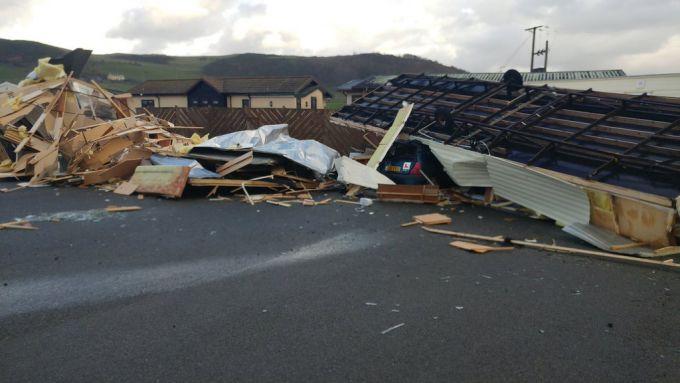 Торнадо в Англії пошкодив будівлі та стадіон (ВІДЕО)