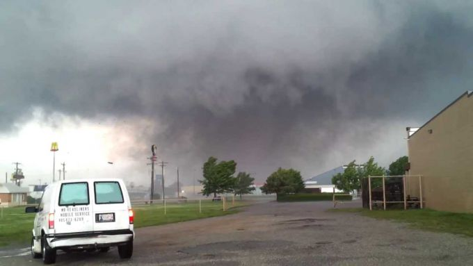 В США торнадо зруйнував ціле місто (ВІДЕО)