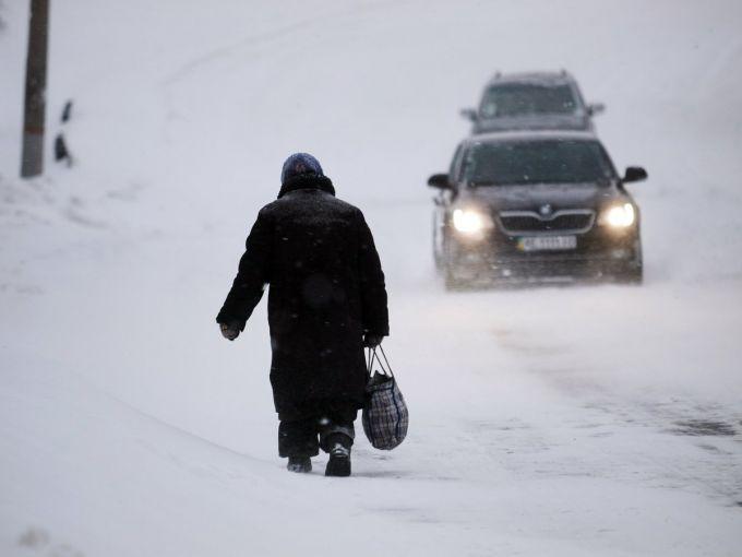 Сніг на Прикарпатті призвів до аварій на дорогах