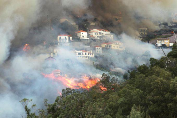 Пожежа за тиждень знищила вже десяту частину острова Ла-Пальма (ФОТО)