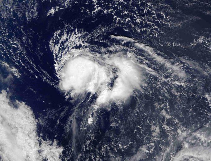Бермудські острови накрив потужний ураган (ВІДЕО)