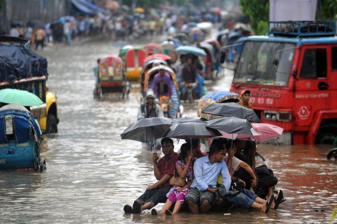 Масштабні повені в Індонезії: евакуйовано 100 тис людей (ВІДЕО)