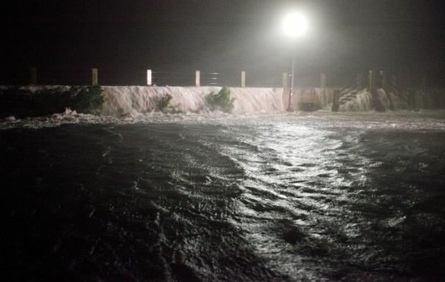 15420115-foto-posledstvij-uragana-metyu-v-charls.jpg (61.62 Kb)