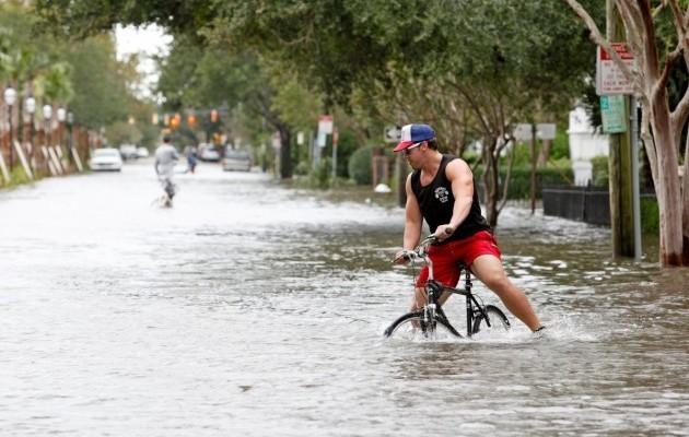 15420135-foto-posledstvij-uragana-metyu-v-charls.jpg (75. Kb)