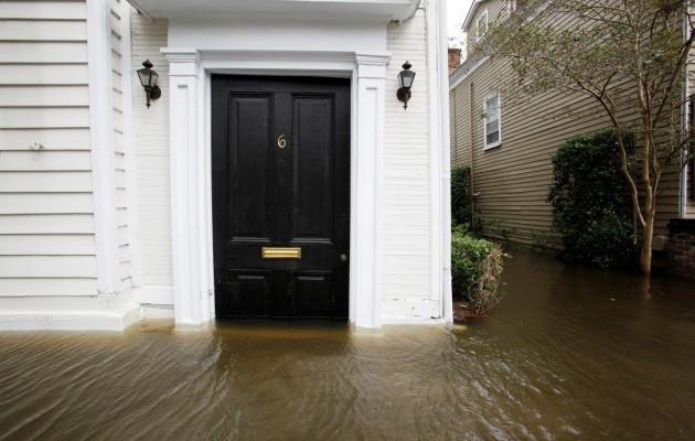 15420147-foto-posledstvij-uragana-metyu-v-charls.jpg (65.08 Kb)