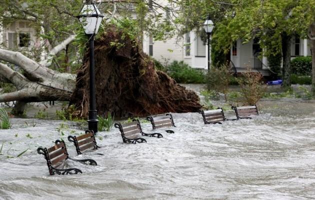 15420159-foto-posledstvij-uragana-metyu-v-charls.jpg (105.39 Kb)