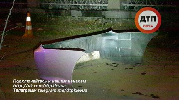 16020832-legkovushka-snesla-zabor-kievskogo-zoop.jpg (81.67 Kb)