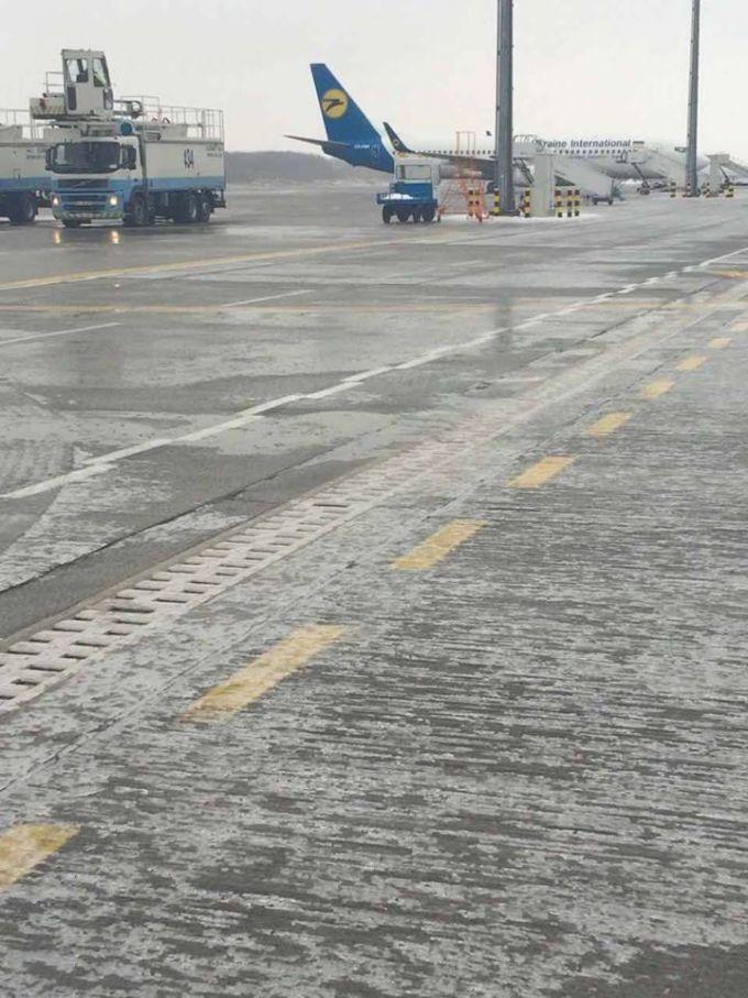 16060654-izza-nepogody-aeroporty-borispol-i-kiev.jpg (105.53 Kb)