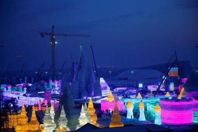 Міжнародний фестиваль снігових та крижаних скульптур в Китаї (ФОТО)