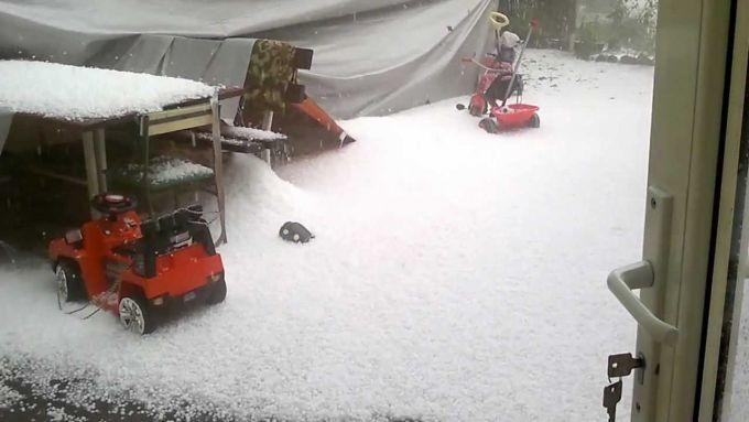 Десять сантиметрів граду насипав потужний шторм у Хорватії (ВІДЕО)