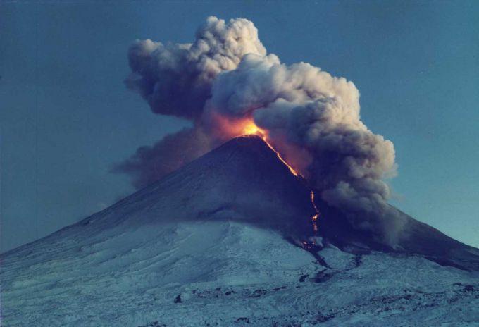 Вулкан Синабунг знищує фермерські господарства на Суматрі