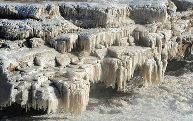 У Китаї через морози замерз величезний водоспад
