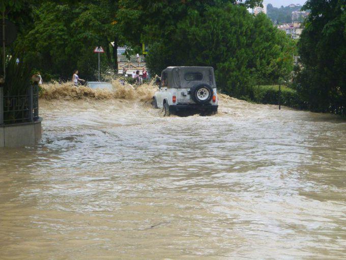 У Грузії знову сильні зливи та град