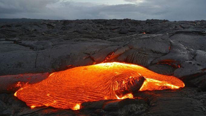 Потужне виверження лавового озеро вулкану на Гаваях (ВІДЕО)