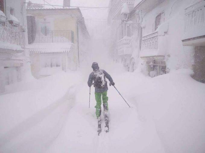 Апокаліпсис в Італії: країну атакують землетруси та снігопади (ВІДЕО)