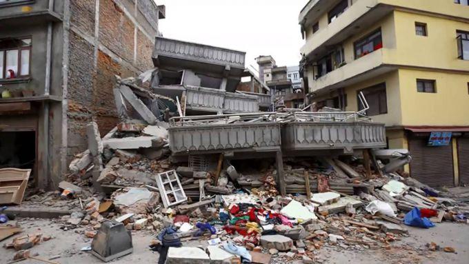 Число жертв землетрусу в Непалі перевищило 7500