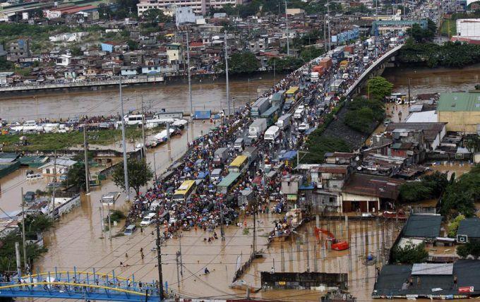 Повінь на Філіппінах, є жертви (ВІДЕО)