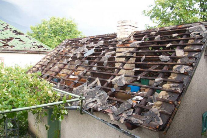 Град і зливи на Західній Україні пошкодили 6 тис. будинків (ВІДЕО)