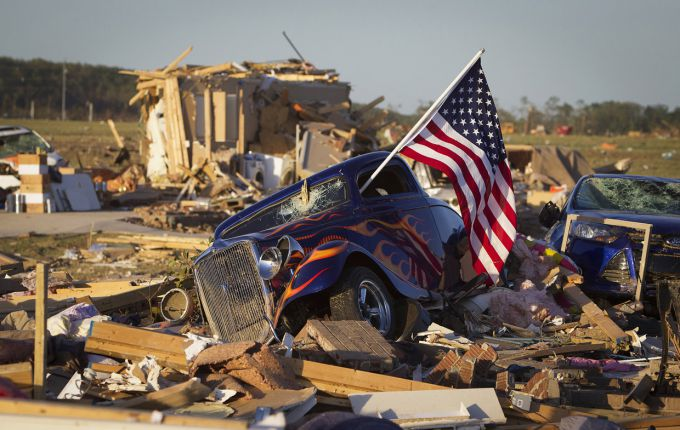Торнадо обрушилися на південні штати США, є жертви (ВІДЕО)
