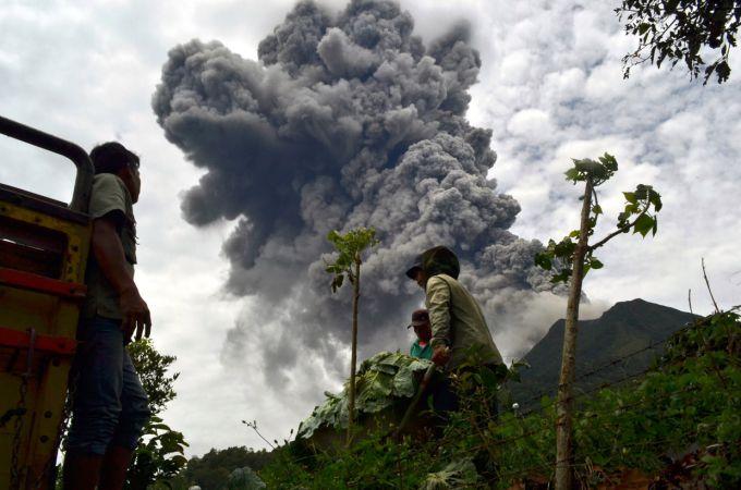 На острові в Японії бушує вулкан, проводиться евакуація людей (ВІДЕО)