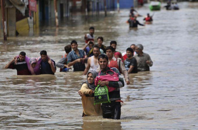 Від повені в Ірані постраждали близько 8 тис. людей (ВІДЕО)