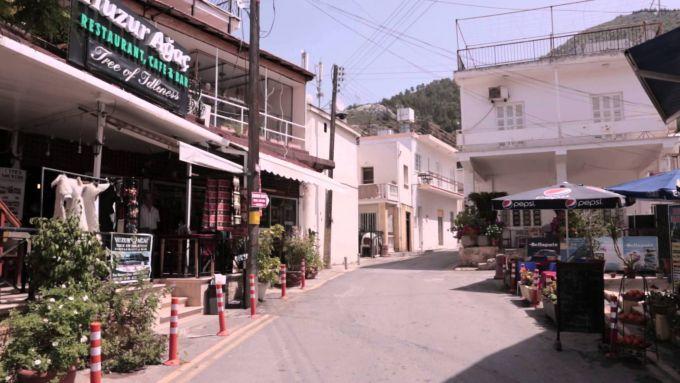 Потужний торнадо спостерігали на Кіпрі (ВІДЕО)