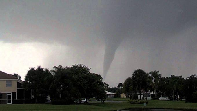 Флоридою пронісся торнадо