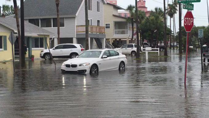 Кіпр постраждав від повені і торнадо