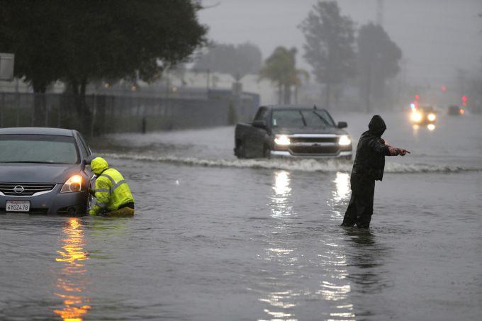 Каліфорнію захлеснула повінь (ВІДЕО)