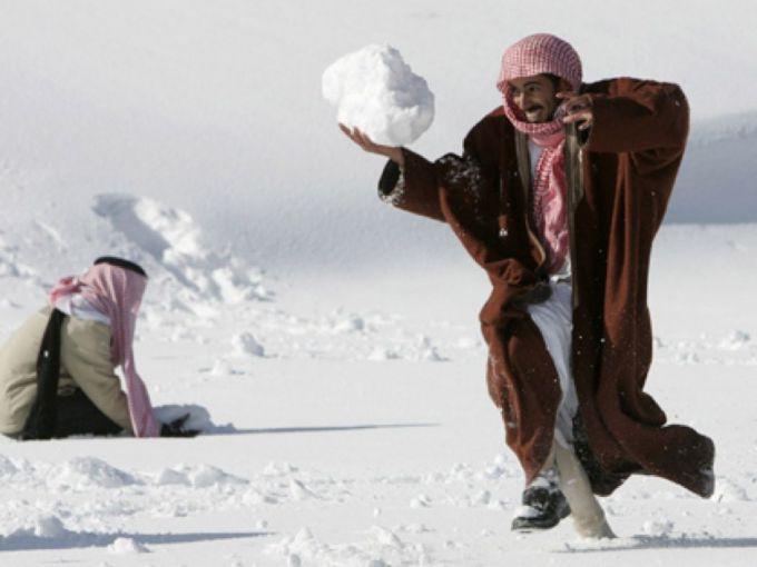 Сніг замість піску випав у Саудівській Аравії (ФОТО)