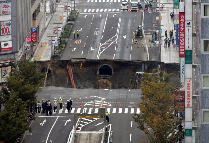 Гігантський провал грунту стався в Японії (ФОТО,ВІДЕО)
