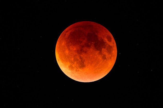 Неймовірна зйомка затемнення блакитного Місяця (ВІДЕО)