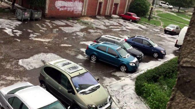У Харкові випав сніг з градом (ВІДЕО)