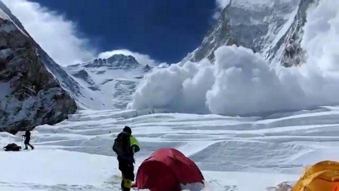 На Закарпатті через різке потепління сходять снігові лавини