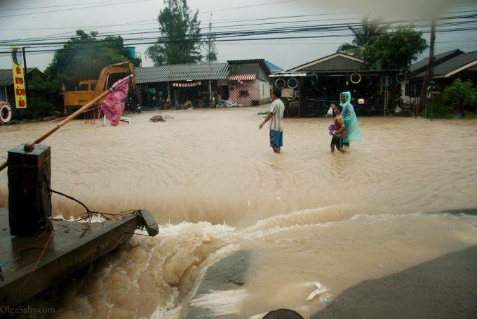 В Таїланді зростає число жертв повеней (ВІДЕО)