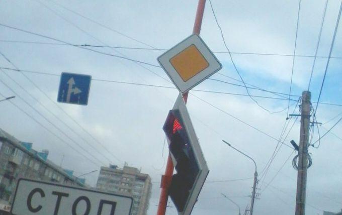 Вітер в Росії зриває світлофори