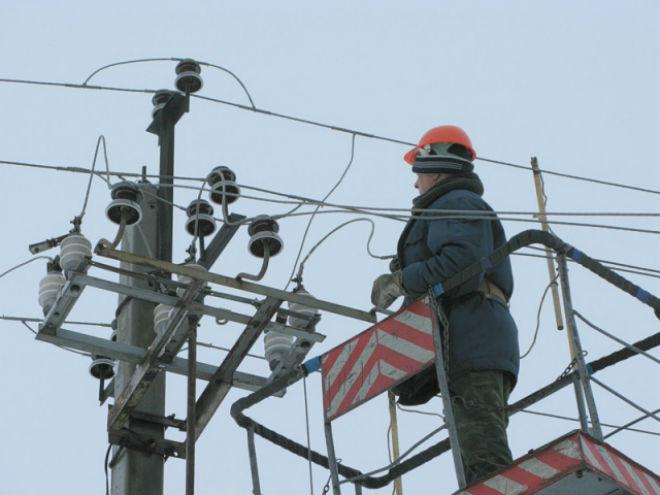 Через снігопади в Україні знеструмлено 150 населених пунктів