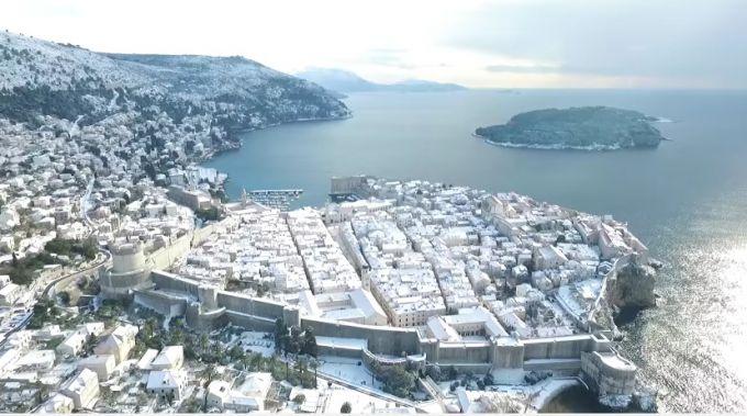 На хорватських курортах випав сніг і вдарили морози (ВІДЕО)