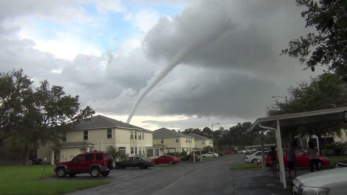 Торнадо у Флориді пошкодив 60 будинків (ВІДЕО)