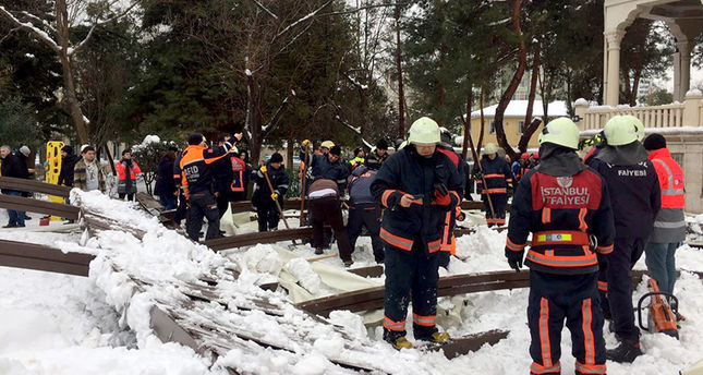 645x344-injuries-reported-after-snow-laden-canopy-collapses-in-istanbul-14050095569.jpeg (76.31 Kb)