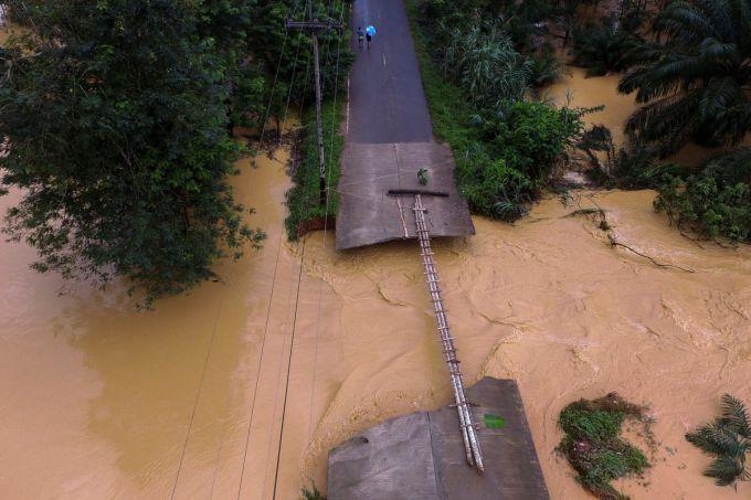 95 людей стали жертвами повеней на півдні Таїланду (ВІДЕО)