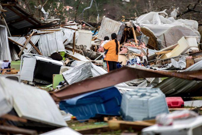 США знищили потужні торнадо: шокуючі кадри (ФОТО,ВІДЕО)
