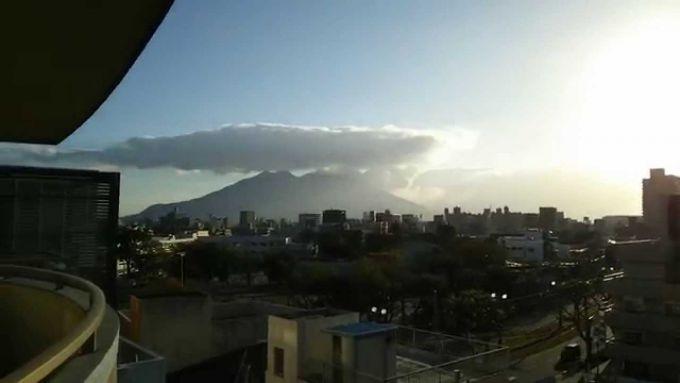 У Японії продовжує вибухати вулкан Сакурадзіма (ВІДЕО)