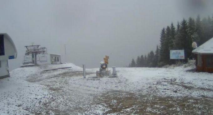 Жителів Карпат шокувала кількістю першого снігу (ФОТО,ВІДЕО)