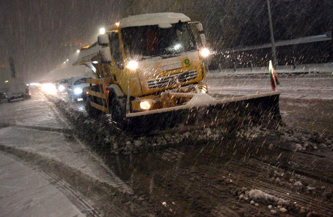 Аномальний снігопад обрушився в Софії
