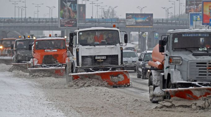 З Києва за добу вивезли тонни снігу
