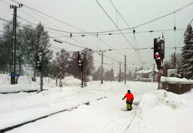 Снігопад у Чехії зупинив усі дороги